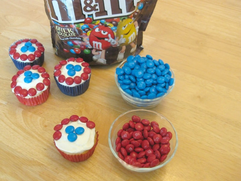 Easy Captain America Cupcakes with M&MS - Organized 31 #HeroesEatMMs #Collective Bias #shop