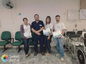 Funcionária em treinamento Liana, Ortesista/Protesista Manoel Luiz, funcionária em treinamento Janaina e o estudante do curso técnico de Órtese/Protese Thiago Carlos Gonçalves