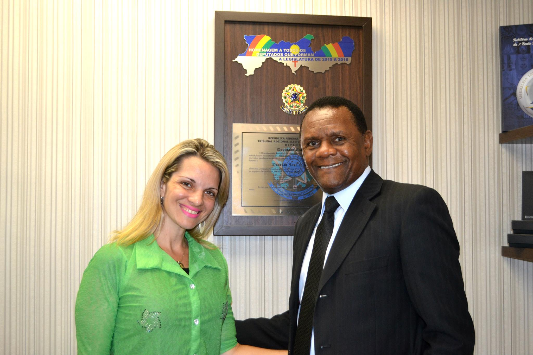 Deputado Ossesio recebe psicóloga Alessandra Saraiva