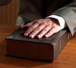 O falso testemunho no Código Penal e na Bíblia