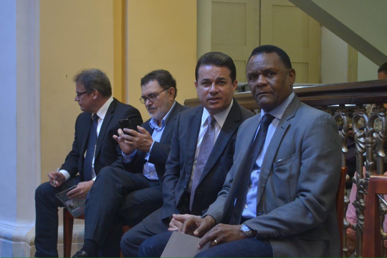 Ossesio participa de audiência pública para discutir irregularidades na rede pública de saúde