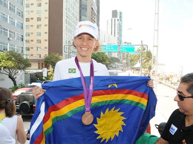 Jogos Olímpicos – Ossesio parabeniza porta bandeira do Brasil, Yane Marques