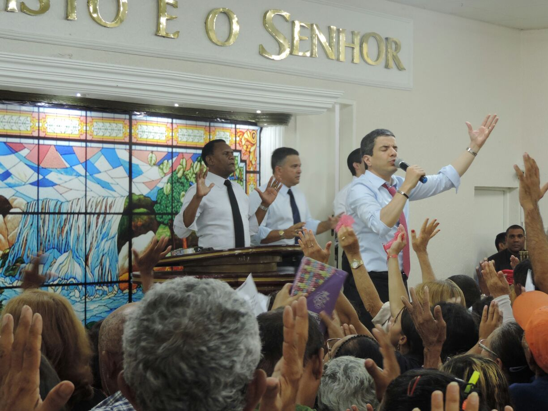 Caruaru – Bispos Ossesio e William participam da Caravana de Fé e Milagres