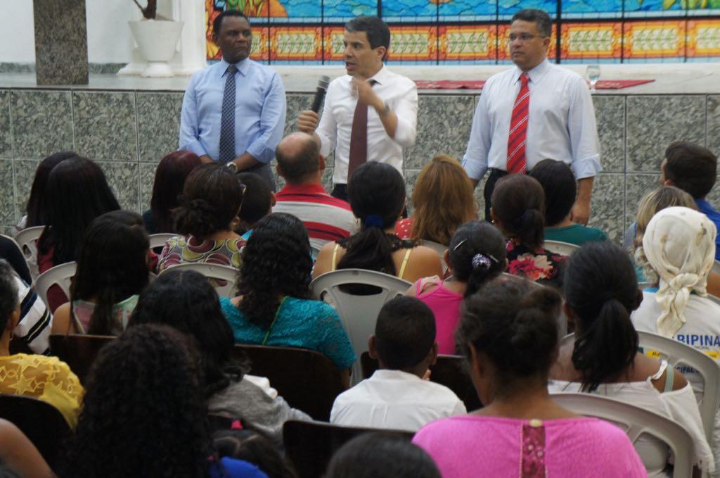 Bispos Ossesio e William participam da Caravana de Fé e Milagres em Araripina