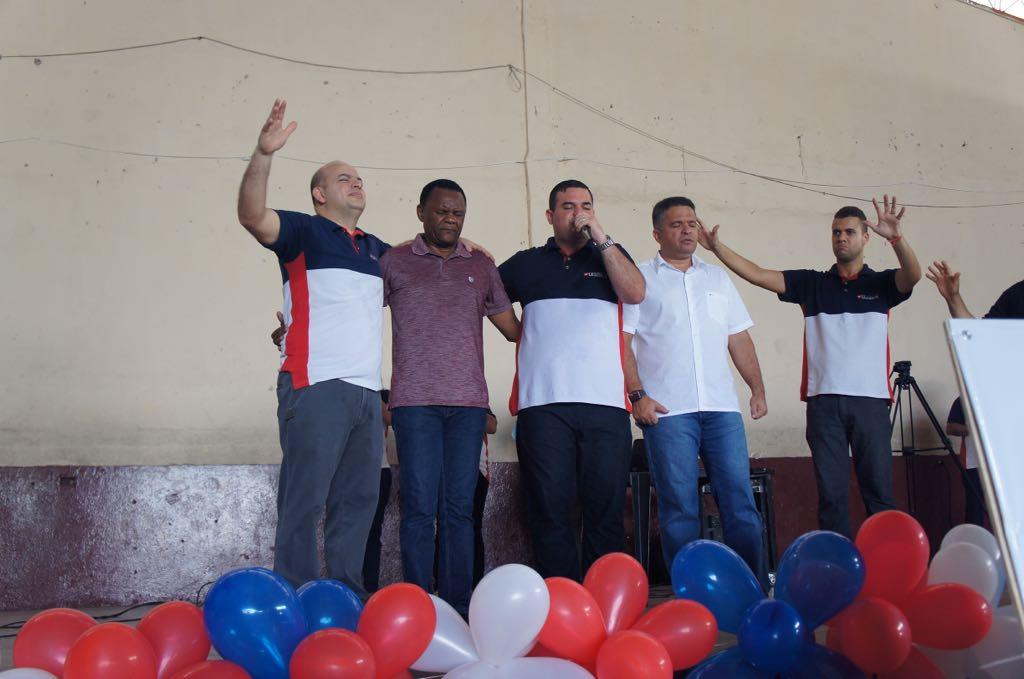 Bispos Ossesio e William prestigiam Agente da Comunidade em Vitória de Santo Antão