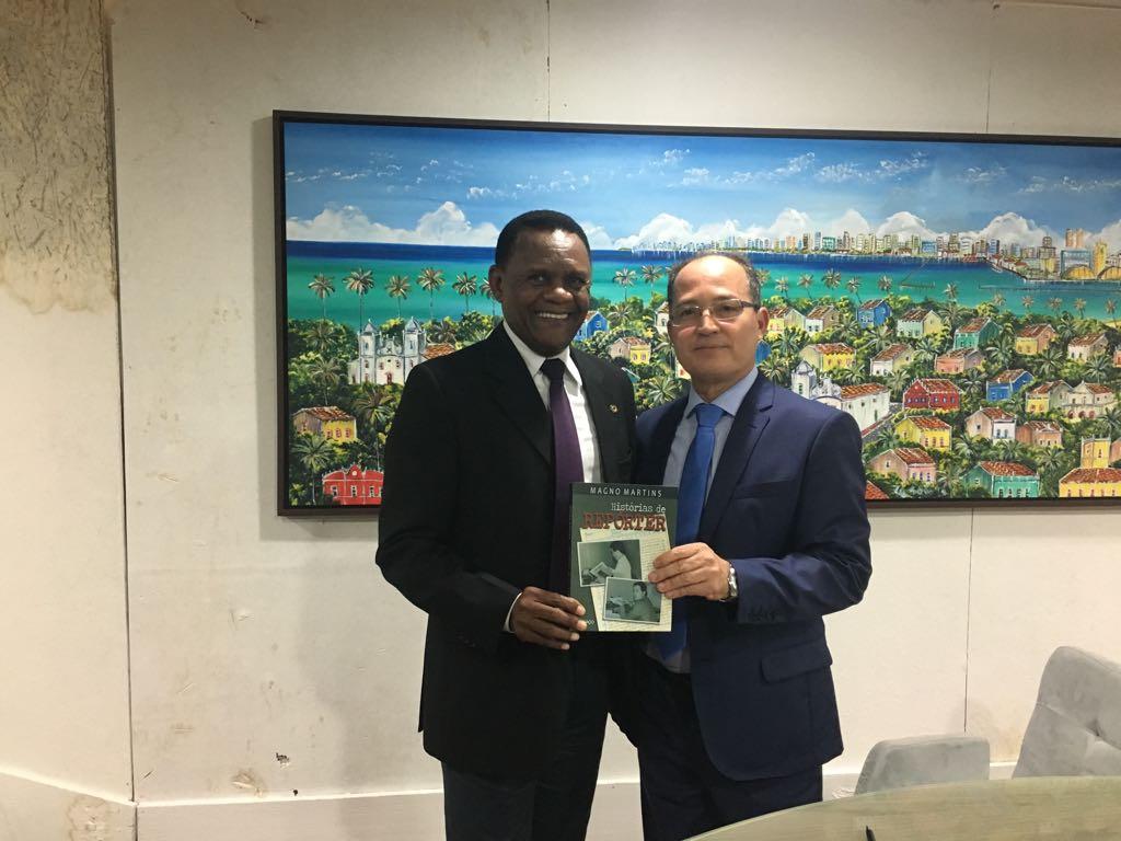 Deputado Ossesio prestigia lançamento do livro do jornalista Magno Martins