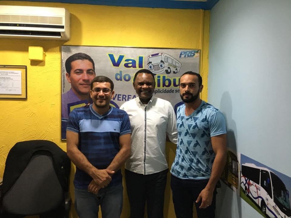 Deputado Ossesio Silva visita vereador Val do Ônibus em Gravatá