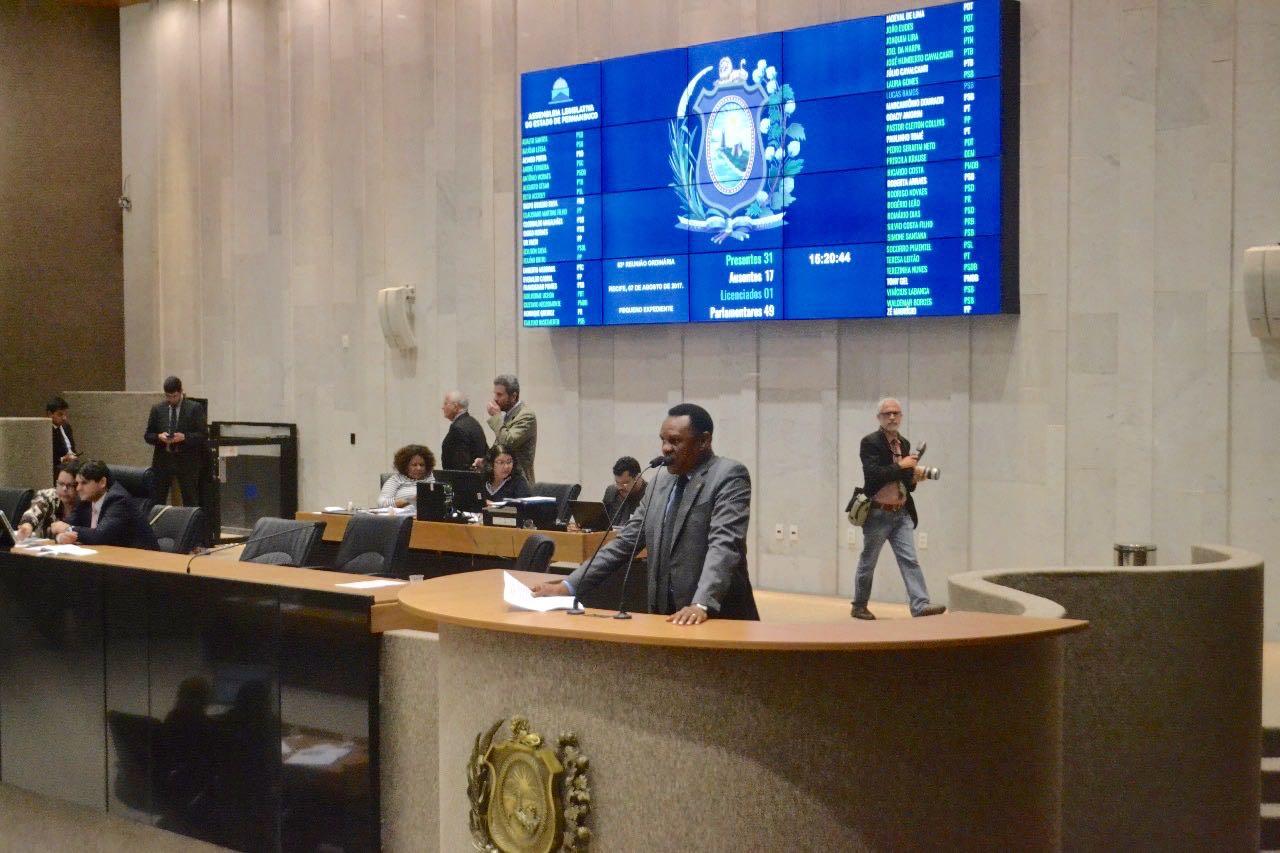 Deputado Ossesio Silva destaca aniversário da Lei Maria da Penha