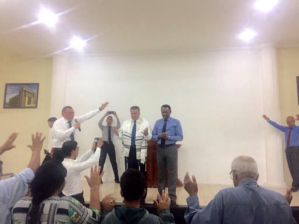 Bispos participam de inauguração de nova Universal em Pesqueira