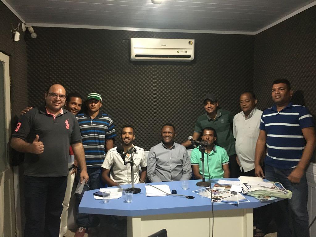 Deputado Ossesio Silva visita lideranças e concede entrevista na Rádio Atividade em Sirinhaém