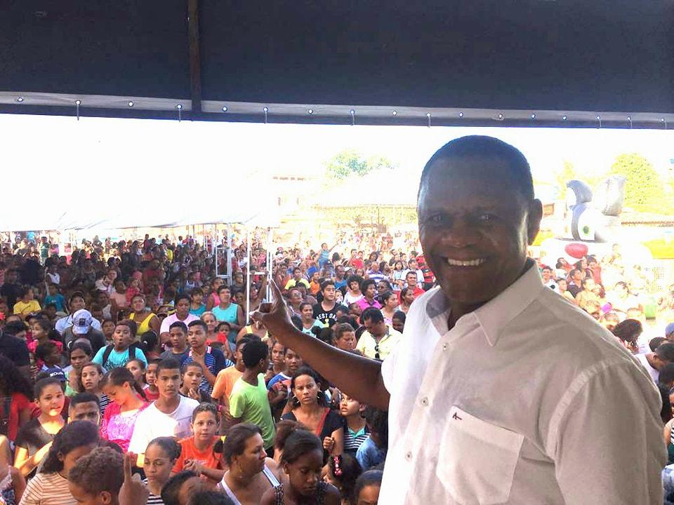 Ipojuca – Deputado Ossesio prestigia festa das crianças do amigo Gaucho