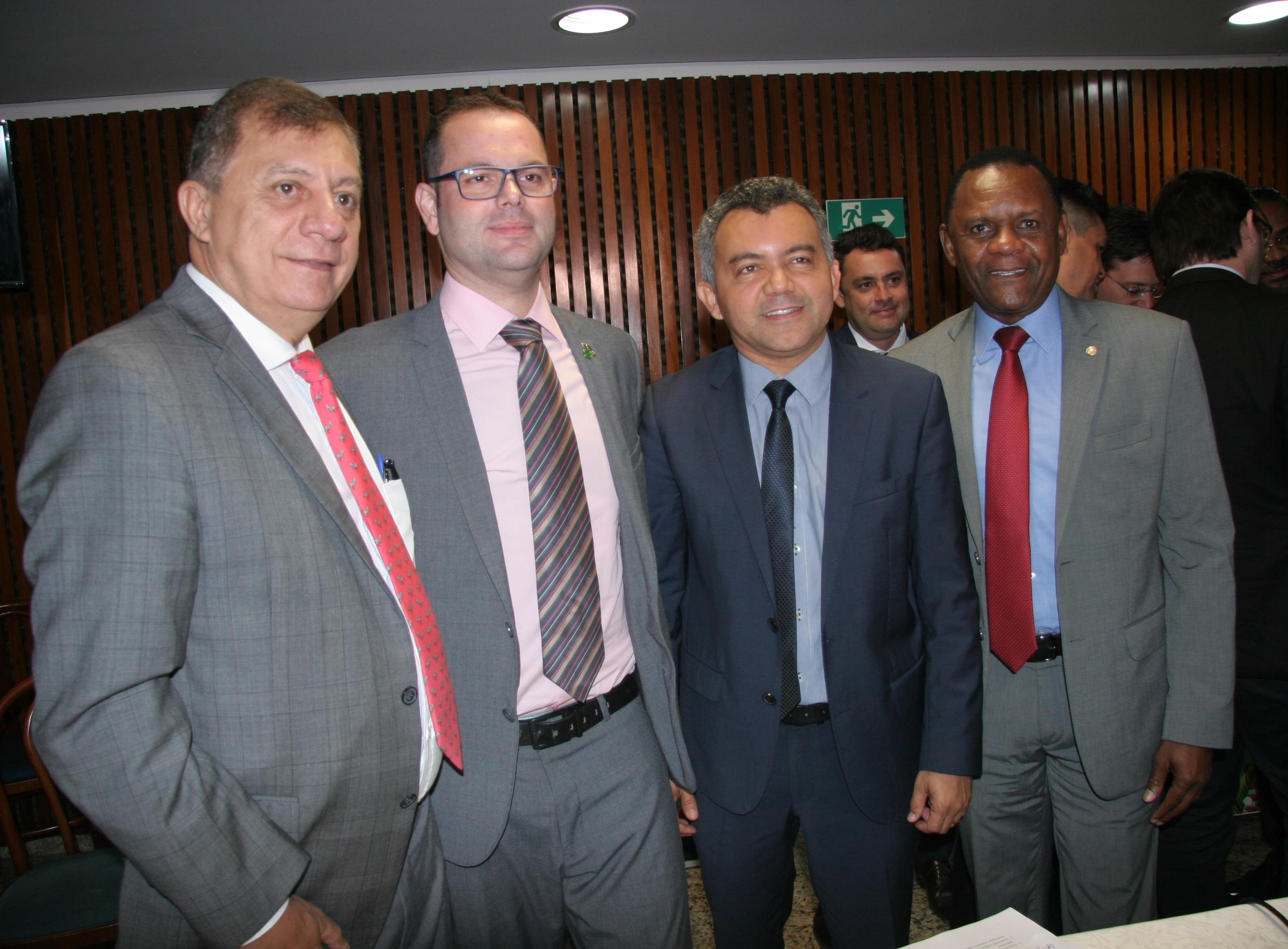 Deputado Ossesio Silva apoia a Frente Parlamentar da Pesca