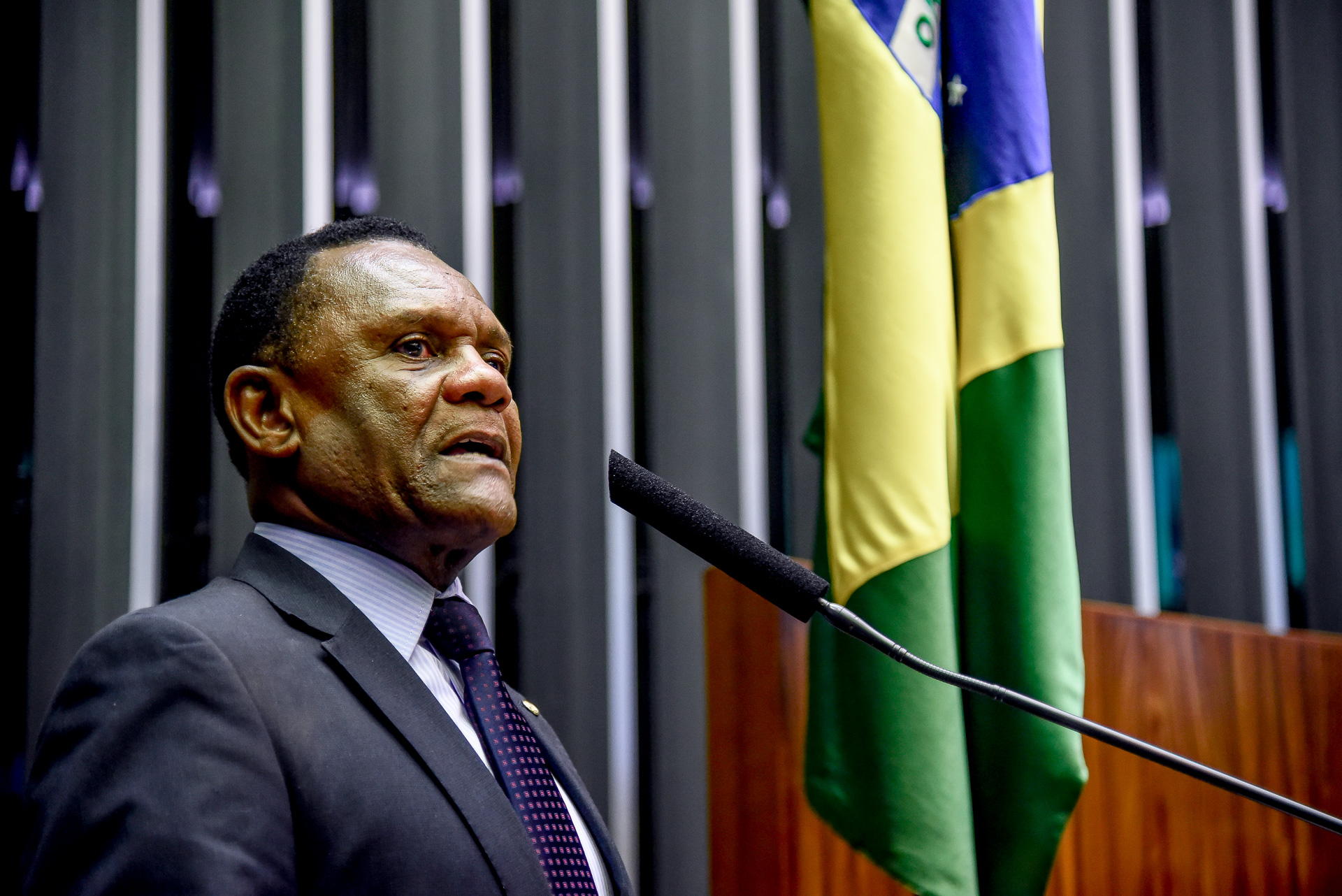 Deputado Federal Ossesio Silva diz que é preciso diminuir o desemprego no país