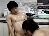 息子と愛し合う姿を撮影した父親の衝撃的なホームビデオ