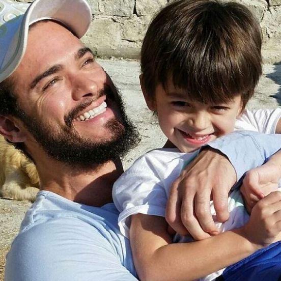 Sidney Sampaio (Oseias) recebeu a visita para lá de especial do filho Leonardo.