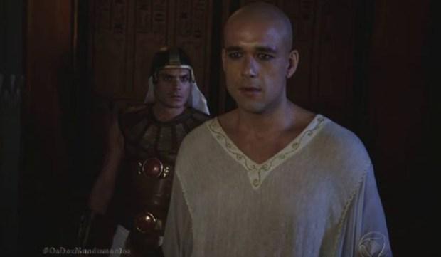 """Ramsés (Sérgio Marone) em cena de """"Os Dez Mandamentos"""" (Foto: Reprodução/Record)"""