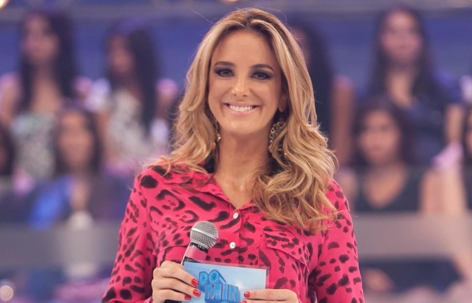 """Ticiane Pinheiro derruba o cenário do """"Hoje em Dia""""; confira o vídeo!"""