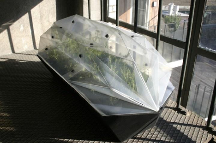 """小さな菜園におしゃれな暖かさを。オランダ生まれの""""オリガミ温室"""""""