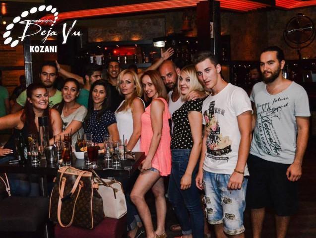 Με τον Κώστα Μικελή διασκέδασαν στο «De ja vu»  στην Κοζάνη, το βράδυ της Πέμπτης 30 Ιουλίου