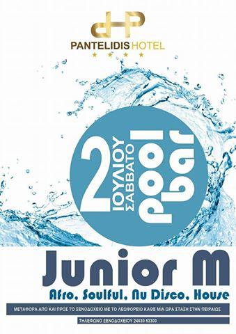 Junior M στο pool bar του ξενοδοχείου Pantelidis στην Πτολεμαΐδα, το Σάββατο 2 Ιουλίου