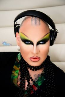 Nina Flowers - Photo by Just Toby