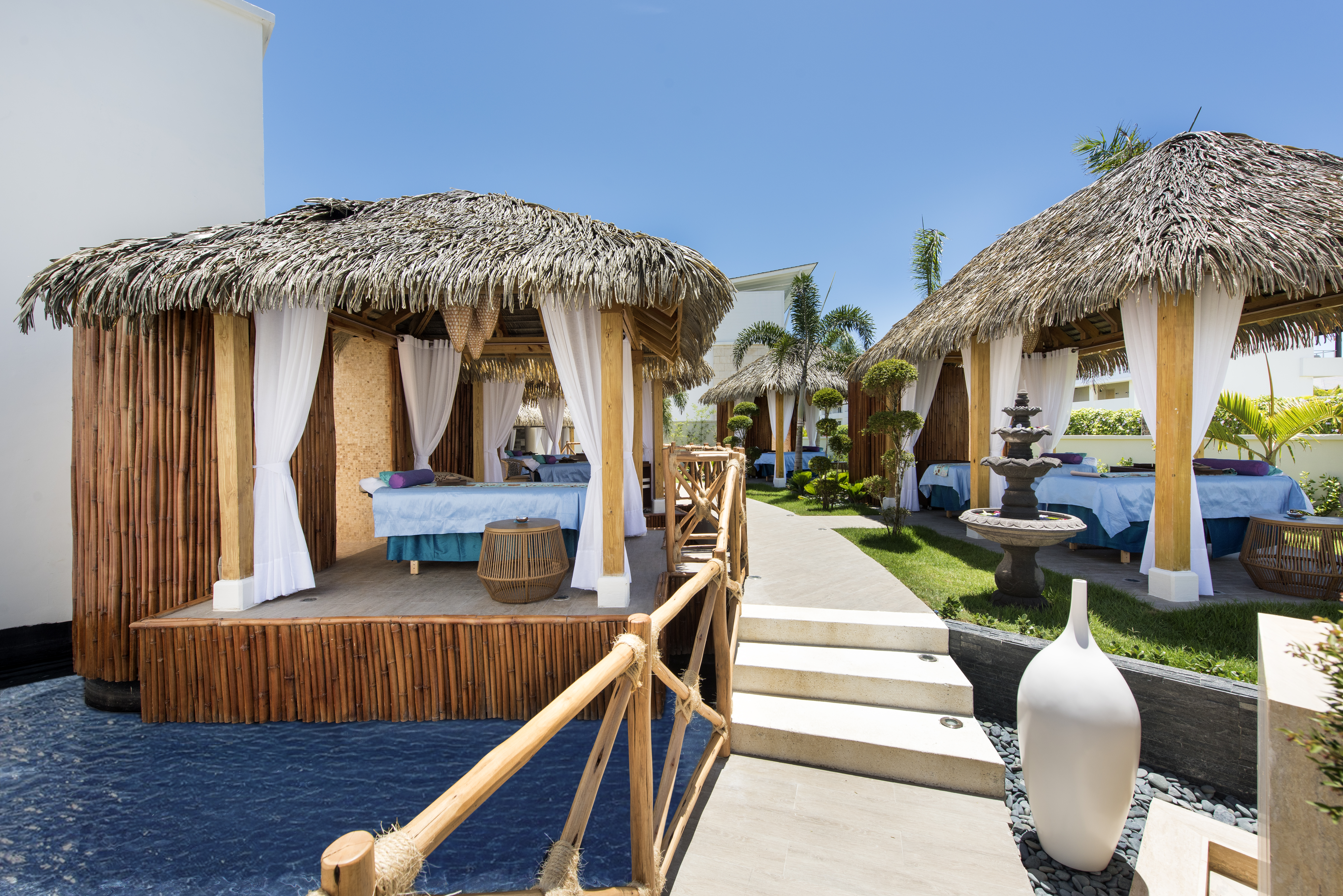 Couples vacation spots nickelodeon hotels resorts for Spa vacations for couples