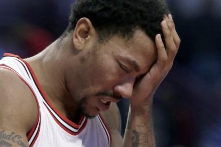 ap_bulls_rose_injury_basketball_71145264