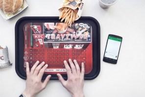 可以打字的速食餐墊?KFC 最新顧客服務 Tray Typer 分享