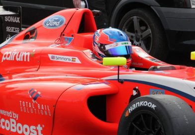 Trouble for Simmons at Thruxton