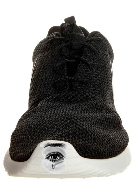 chaussure_pour_homme_nike_roshe_run_noir_et_blanc_002