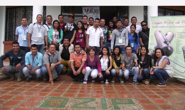 Grupo de participantes en los talleres de Comunicación Radial en la conformación del grupo de comunicadores y reporteros comunitarios indígenas del Putumayo.