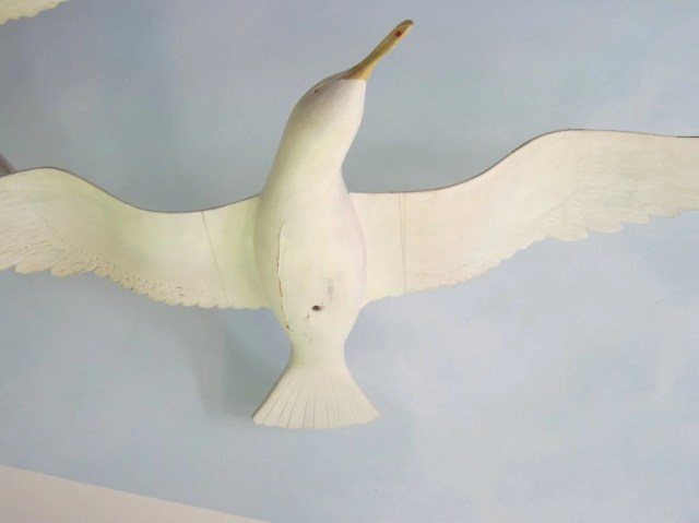 177: A Pair of White Painted Carved Wooden Seagulls