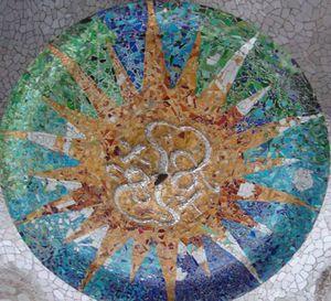a medallion gaudi-parc-guell