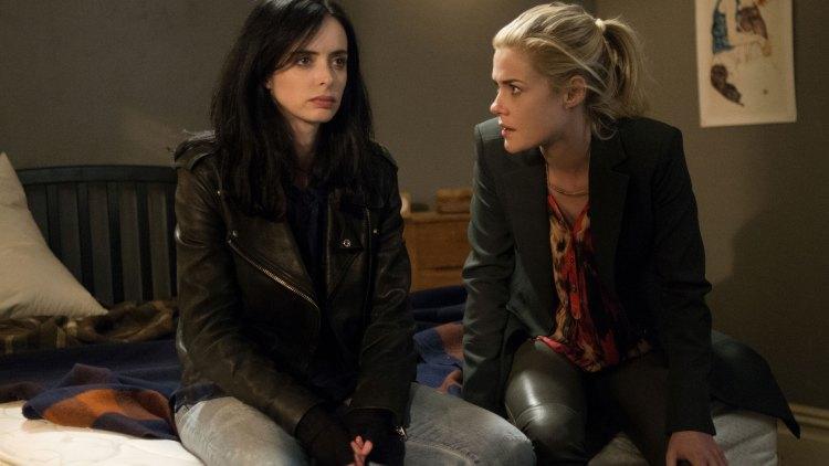 Jessica og bestevenninnen Trish, spilt av Rachael Taylor.  (Foto: Myles Aronowitz / Netflix).