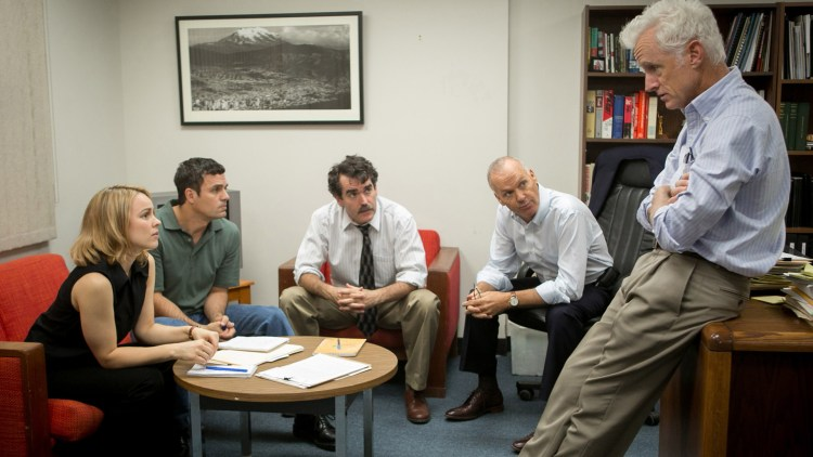Sacha Pfeiffer (Rachel McAdams), Mike Rezendes (Mark Ruffalo), Matt Carroll (Brian d'Arcy James) Robby Robinson (Michael Keaton) og Ben Bradlee Jr. (John Slattery) i Spotlight (Foto: United International Pictures).