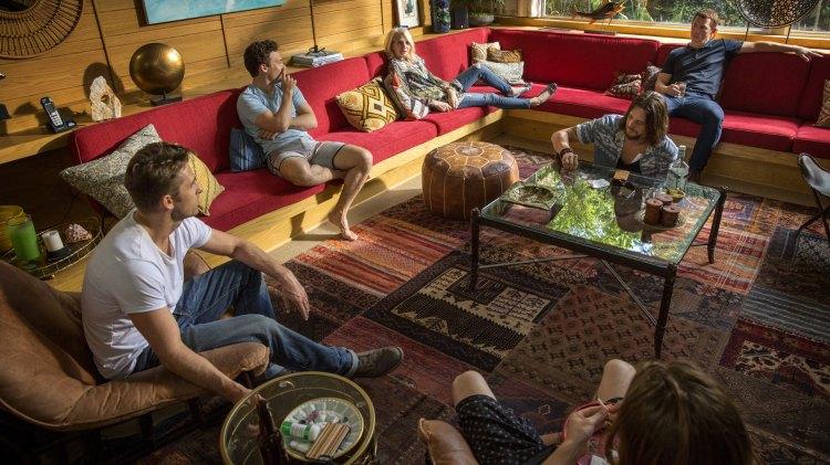 Dop, sex og sofaslacking er blant favorittaktivitetene til familien Cody i Animal Kingdom. (Foto: Viaplay, TNT)