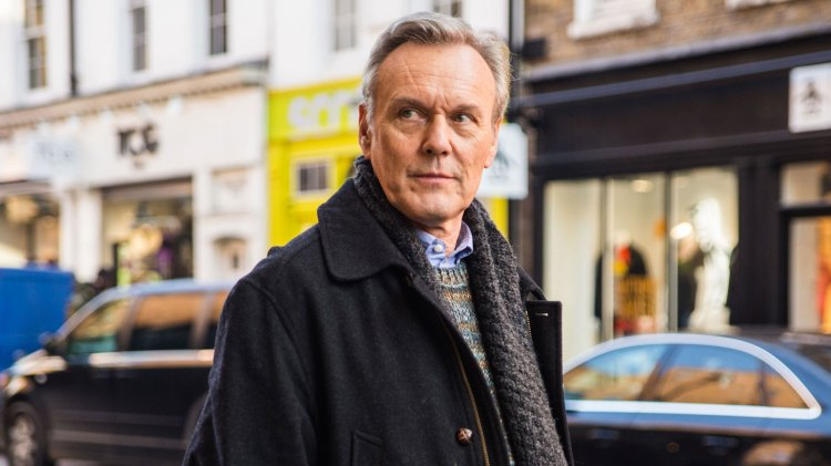 Buffy fans kan glede seg til et gjensyn med denne karen. Anthony Head spiller den distanserte faren til James. (Foto: United International Pictures)