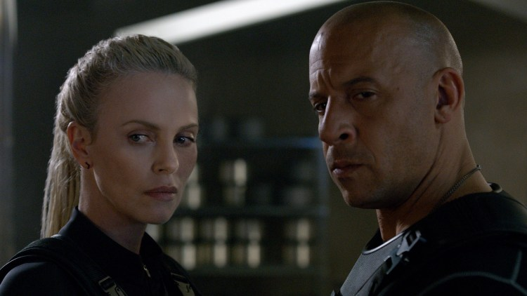 """Dominic Toretto (Vin Diesel) jobber for Cipher (Charlize Theron) i """"Fast and Furious 8"""". (Foto: United International Pictures)"""