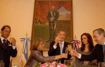 800px-Michelle_Bachelet_Néstor_Kirchner6-436x279