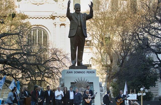 Macri-inauguró-monumento-a-Perón-640x419
