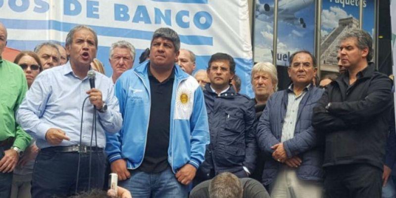 nota-1428814-marcha-bancaria-palazzo-pablo-moyano-reclamaron-reapertura-paritarias-cese-despidos-eliminacion-impuesto-ganancias-764575