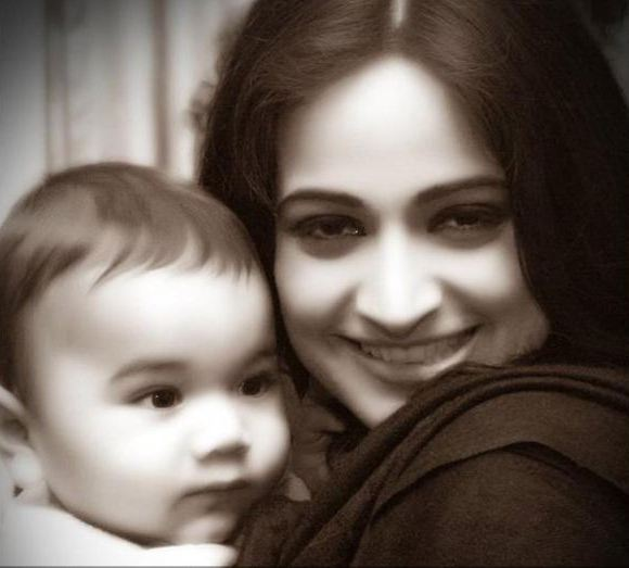 actress-noor-with-daughter