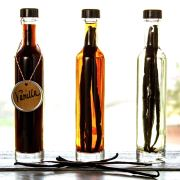 PaleoNewbie-Vanilla-Bottles-1266x850
