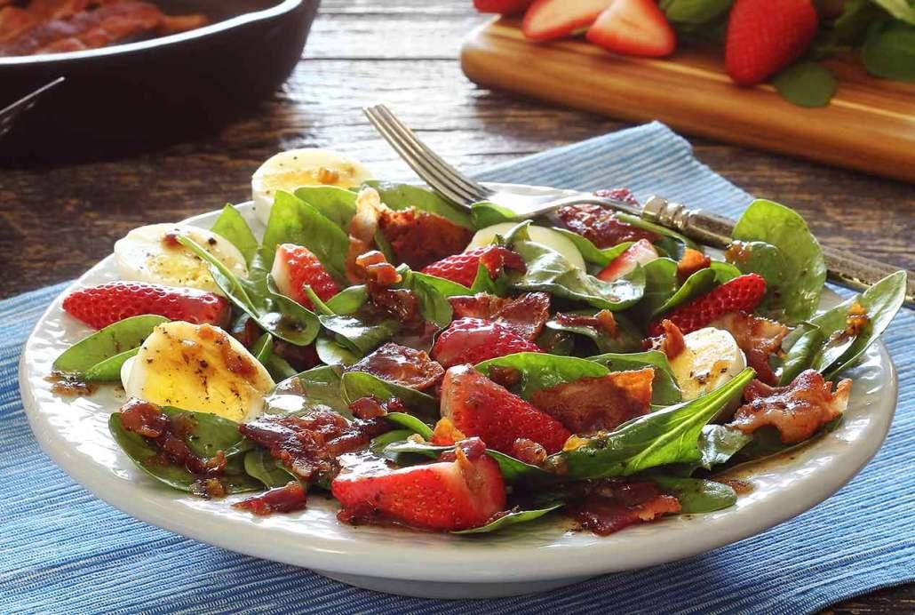 Warm Paleo Bacon Dressing and Spinach Salad | Paleo Newbie