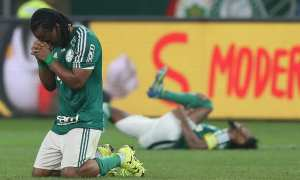 Em jogão, Palmeiras sofre, mas vence Inter e vai à semifinal da Copa do Brasil
