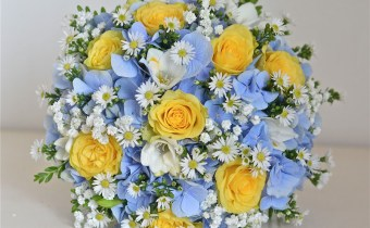 yellow-blue-country-style-bouquet