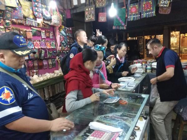 chinese-tourists-6