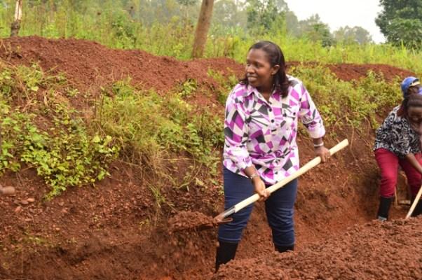 Guverineri w'Intara y'Iburasirazuba, Uwamariya Odette, yitabiriye umuganda