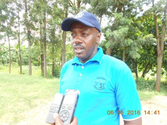 Umuyobozi w'Akarere ka Gatsibo, Gasana Richard. Umuhigo w'inka 20,000 uzaba wahiguwe mu 2017, kuko uyu mwaka hazatangwa 1,500
