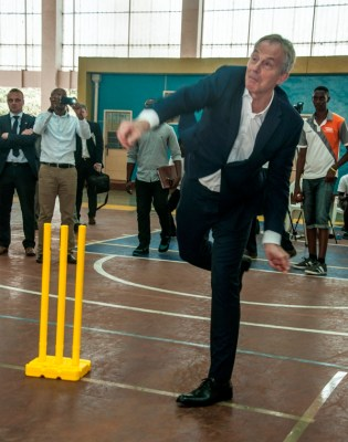 Dusingizimana faced a number of bowlers including former British Premier Minister Tony Blair. (Photo by George Baryamwisaki)